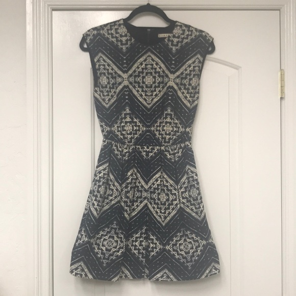 Alice + Olivia Dresses & Skirts - Alice + Olivia Textile Print, Sleeveless Dress